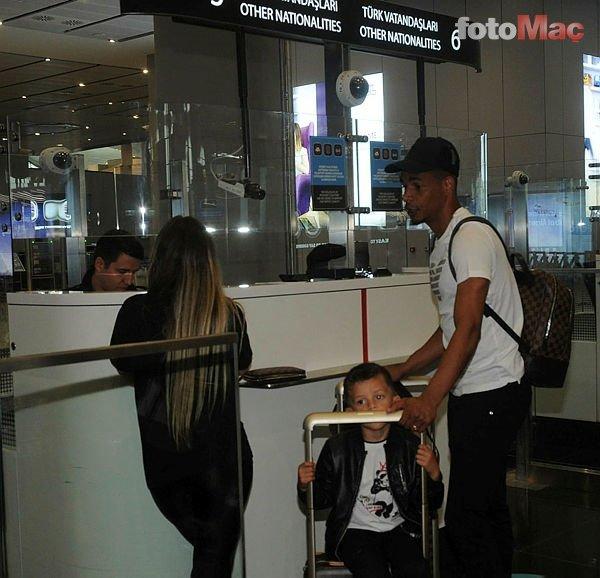 Son dakika: Galatasaraylı yıldız ailesiyle birlikte Türkiye'den ayrıldı!