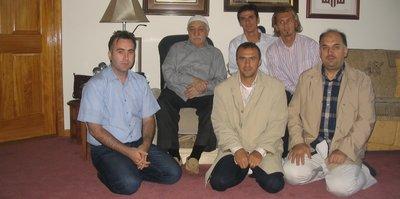 Eski futbolcular terörist başı Gülen ile aynı karede