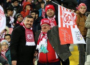 Sivasspor'un fenomeni tribünde! ''Sabaha kadar buradayız''