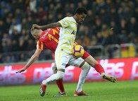 Fenerbahçe maçına hakem kararları damga vurdu sosyal medya çıldırdı!