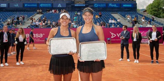 Alexa ve Desirae ikilisi şampiyon