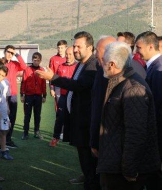 Bülent Uygun futbol akademisini ziyaret etti