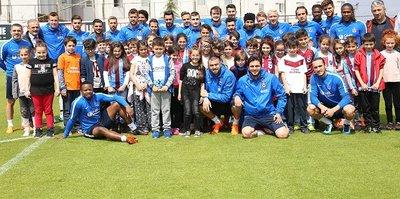 Trabzonspor'da Burak Yılmaz ve Ogenyi Onazi sevinci