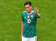 Yabancı taraftarlardan Mesut Özil'e destek