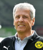 Favre extends contract with Dortmund