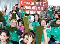 Hem maç izlediler, hem Mehmetçik'e destek verdiler.