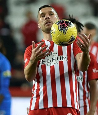 Galatasaray'ın eski futbolcusu Podolski'nin derbi paylaşımı olay oldu!