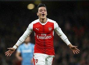 Fenerbahçe'nin transferini Mesut Özil bitiriyor