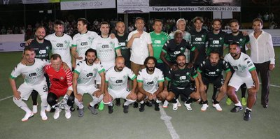 Eski futbolcular, Sakarya'da gösteri maçı yaptı