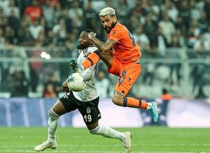 Beşiktaş - Başakşehir maçında Sergen Yalçın tezahüratları! İşte maçtan kareler...