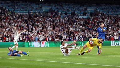 Son dakika spor haberi: İtalya - İngiltere maçında penaltı itirazı! Raheem Sterling... (EURO 2020 haberi)