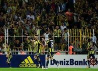 Fenerbahçe'de iki isim ile yollar ayrılıyor!