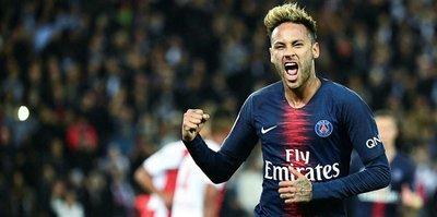 Alves: Neymar PSG'de kalacak