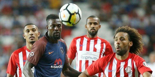 Deplasmanda Antalyaspor'u yenen Medipol Başakşehir şampiyonluk iddiasını son haftaya taşıdı
