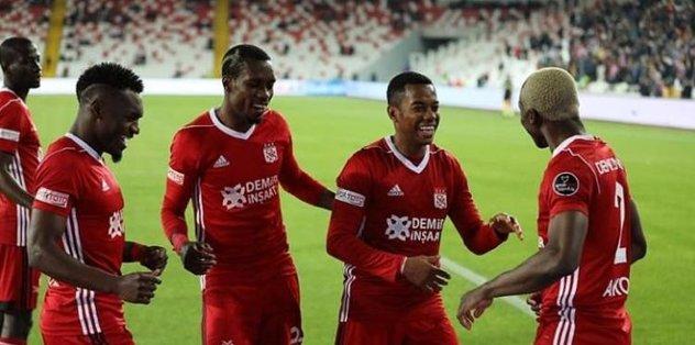 Sivasspor'un yüzü evinde güldü