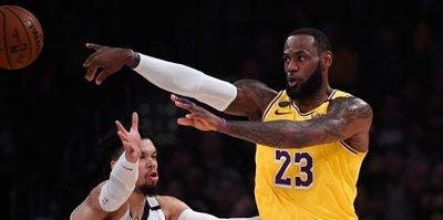 Los Angeles Lakers Lebron ve Davis ile galip geldi!