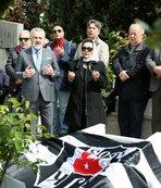 Beşiktaş'ın efsane başkanı mezarı başında anıldı