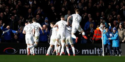 Leeds Unitedlı futbolcular, kulüp personeli için maaşlarında kesinti yapacak