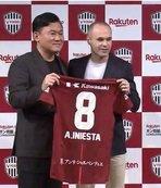 Iniesta, Podolski'nin takım arkadaşı oldu