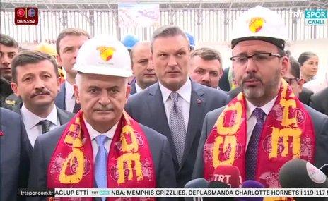 Kasapoğlu ve Yıldırım İzmirde yapımı süren statları inceledi