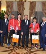 Vali Karaloğlu, şampiyon sporcuları kabul etti