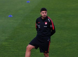 Fenerbahçe'nin yıldızı Ozan Tufan'dan transfer açıklaması