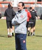 Balıkesirspor'da teknik direktör Yusuf Şimşek istifa etti!