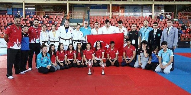 Balkan Şampiyonası'nda Türkiye zirvede