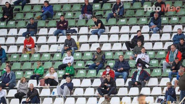 Tarihe geçen maç! Taraftarlardan sosyal mesafeli destek