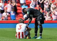 Stoke City Premier Lig'e veda etti