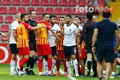 Kayserispor Adana Demirspor maçında Hikmet Karaman ile Belhanda arasında gerginlik!