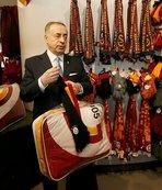 Mustafa Cengiz depremzedeler için alışveriş yaptı