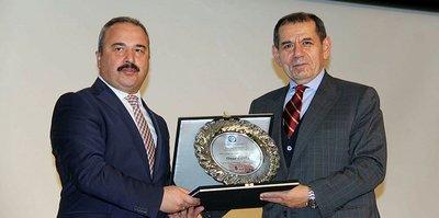 Başkan Özbek'e onur ödülü