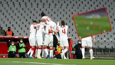 Son dakika spor haberi: İşte Türkiye-Hollanda maçındaki penaltı pozisyonu!