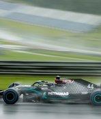 Sezonun ikinci yarışında pole Hamilton'ın! Ferrari yine...