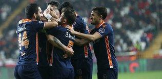 Başakşehir'in yıldız ismi: 'Fenerbahçe beni oyaladı'