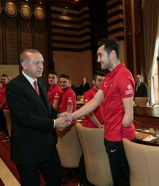 Cumhurbaşkanı Erdoğan Ampute Futbol Milli Takımı'nı kabul etti