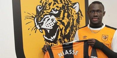 Oumar Niasse imzaladı