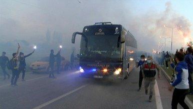 Son dakika spor haberleri: Fenerbahçe kafilesine Malatya'da meşaleli karşılama!