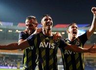 Fenerbahçe taraftarı şampiyonluk şarkıları söylemeye başladı!