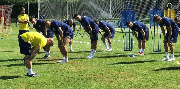 Fenerbahçe'de yeni transferler Berke Özer ve Barış Alıcı takımla çalıştı