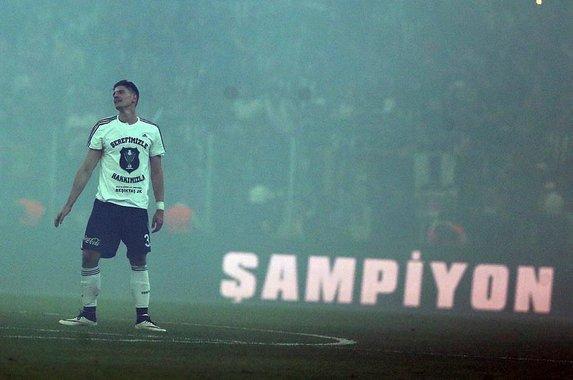 Gomez kalacak