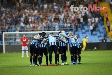 Adana Demirspor - Gaziantep FK maçında dikkat çeken Balotelli pankartı