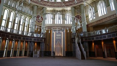 2021 Kurban Bayramı: Taksim Camii'nde ilk bayram namazı kılındı! Tek kullanımlık seccade dağıtıldı...