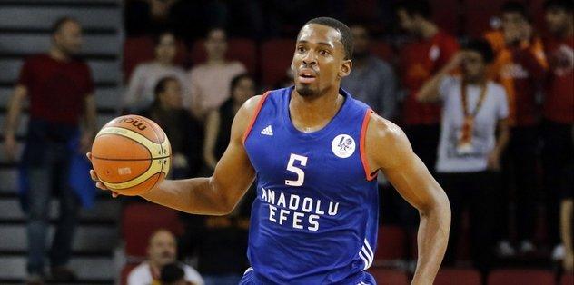 Anadolu Efes'te Derrick Brown'ın sözleşmesi uzatıldı