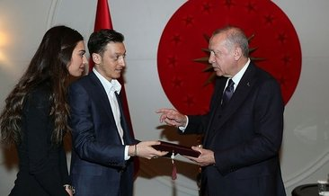 Başkan Erdoğan futbolcu Mesut Özil'i kabul etti