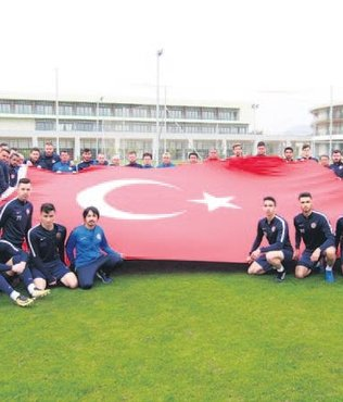 Antalya'dan dev Türk bayrağı