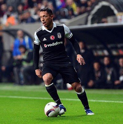 Adriano: Bayern maçı bizim için normal bir maç