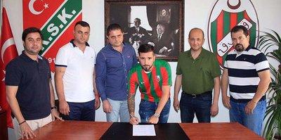 Karşıyaka'da Tayfun Pektürk imzaladı