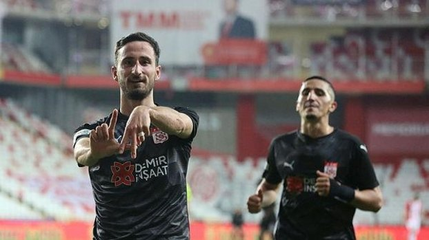Son dakika spor haberi: Beşiktaş maçında gol atan Sivassporlu Erdoğan Yeşilyurt gol sayısını 3 yaptı #